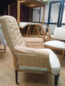 fauteuil-anglais-1-détails-coté-accotoirs